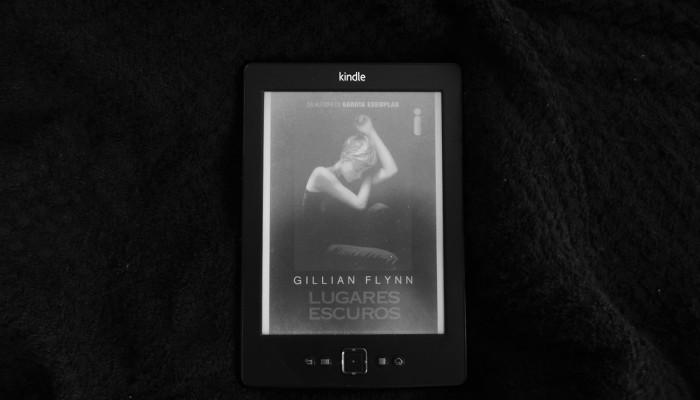 Lugares Escuros – Gillian Flynn
