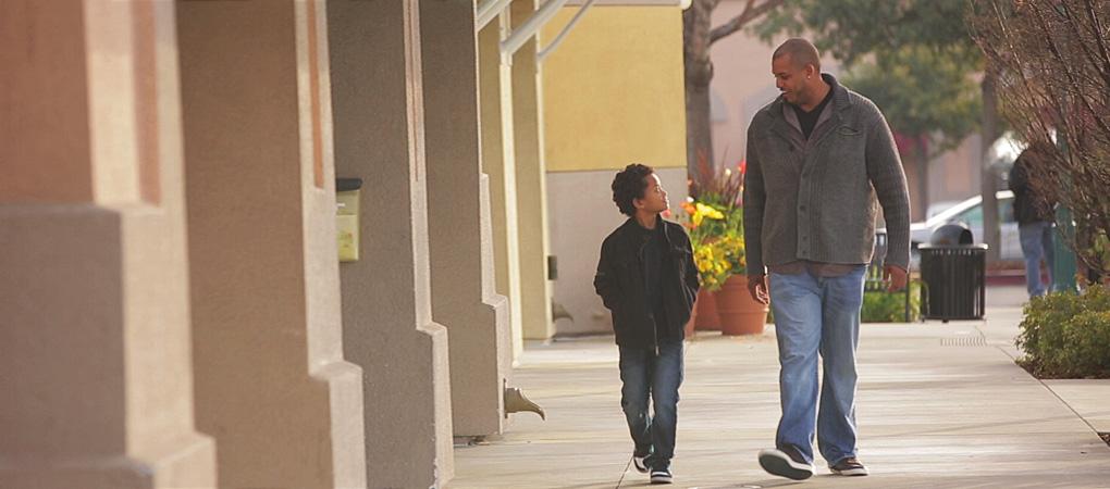 O pai aprendeu com o filho a falar sobre sentimentos, algo que durante a infância ele não teve o direito de fazer.